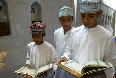 https://imgc.allpostersimages.com/img/posters/the-sultan-qaboos-grand-mosque-muscat-oman_u-L-Q1GYKXX0.jpg?artPerspective=n