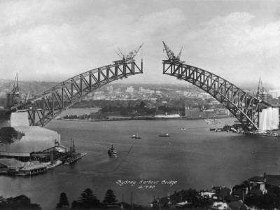 https://imgc.allpostersimages.com/img/posters/the-sydney-harbour-bridge-during-construction-in-sydney-new-south-wales-australia_u-L-Q1086R20.jpg?artPerspective=n
