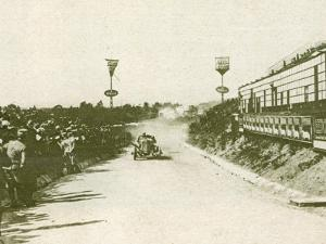 The Targa Florio Race in Sicily Takes Place Watched by a Large Crowd