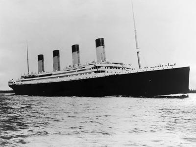 https://imgc.allpostersimages.com/img/posters/the-titanic-sails-on-the-ocean_u-L-PZNA150.jpg?artPerspective=n