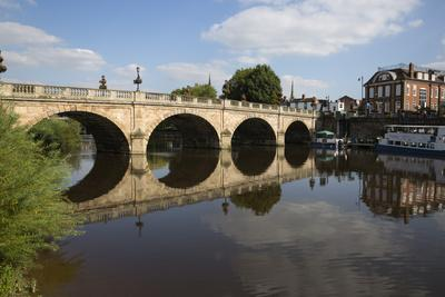 https://imgc.allpostersimages.com/img/posters/the-welsh-bridge-over-river-severn-shrewsbury-shropshire-england-united-kingdom-europe_u-L-PWFHLT0.jpg?artPerspective=n