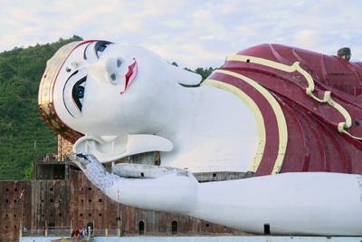 https://imgc.allpostersimages.com/img/posters/the-win-sein-taw-ya-buddha-myanmar-burma_u-L-Q12SCML0.jpg?p=0