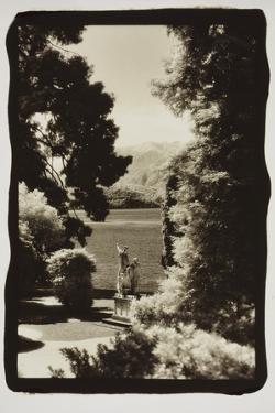 Statues regarding Lake Como by Theo Westenberger