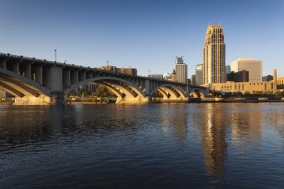 https://imgc.allpostersimages.com/img/posters/third-avenue-bridge-from-mississippi-river-at-dawn_u-L-PXR7A40.jpg?p=0