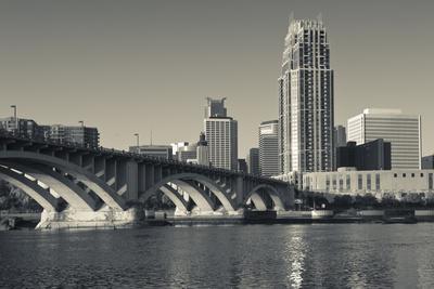 https://imgc.allpostersimages.com/img/posters/third-avenue-bridge-mississippi-river-minneapolis-minnesota-usa_u-L-PN6M5T0.jpg?p=0