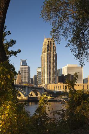 https://imgc.allpostersimages.com/img/posters/third-avenue-bridge-mississippi-river-minneapolis-minnesota-usa_u-L-PN6M680.jpg?p=0