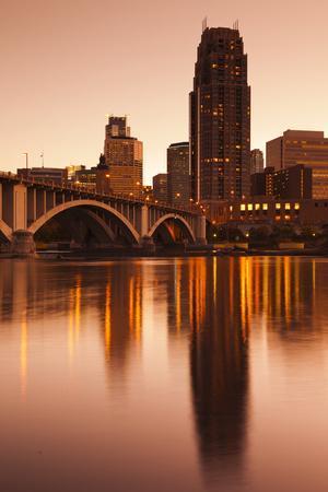 https://imgc.allpostersimages.com/img/posters/third-avenue-bridge-mississippi-river-minneapolis-minnesota-usa_u-L-PXR77R0.jpg?p=0