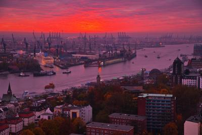 Evening Mood in the Hamburg Harbour by Thomas Ebelt