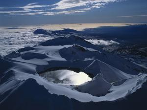 New Zealand, Mount Ruapehu with Crater Lake by Thonig