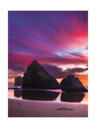https://imgc.allpostersimages.com/img/posters/three-seastacks-at-cannon-beach_u-L-Q1CA67F0.jpg?artPerspective=n
