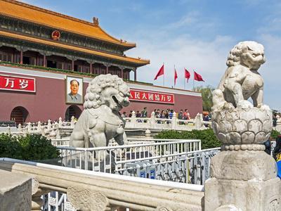 https://imgc.allpostersimages.com/img/posters/tiananmen-sqaure-in-front-of-portrait-of-mao-zedong-on-gate-of-heavenly-peace-tiananmen-gate_u-L-PWFLWW0.jpg?artPerspective=n