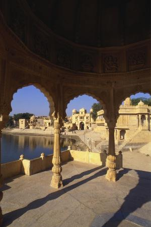 https://imgc.allpostersimages.com/img/posters/tilon-ki-pol-gadi-sagar-rajasthan-india_u-L-PNGGZS0.jpg?p=0