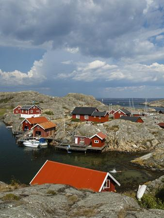 https://imgc.allpostersimages.com/img/posters/timber-houses-vaderoarna-the-weather-islands-archipelago-bohuslan-region-west-coast-sweden_u-L-PWFQUS0.jpg?p=0