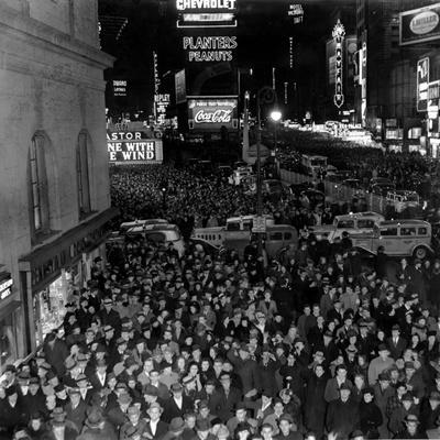 https://imgc.allpostersimages.com/img/posters/times-square-during-the-new-year-s-eve-celebration_u-L-Q10ON7S0.jpg?artPerspective=n