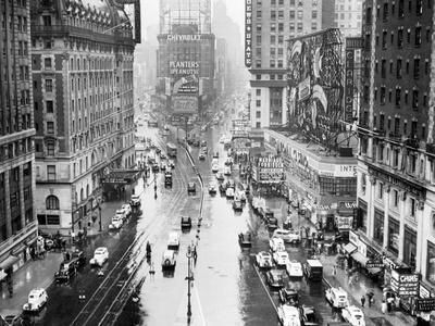 https://imgc.allpostersimages.com/img/posters/times-square-in-new-york-city_u-L-PZP09V0.jpg?p=0