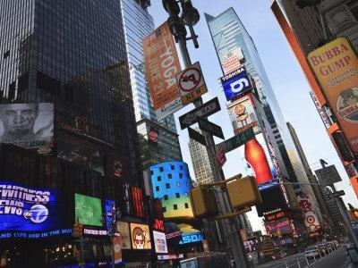 https://imgc.allpostersimages.com/img/posters/times-square-manhattan-new-york-city-new-york-united-states-of-america-north-america_u-L-P91MJJ0.jpg?artPerspective=n