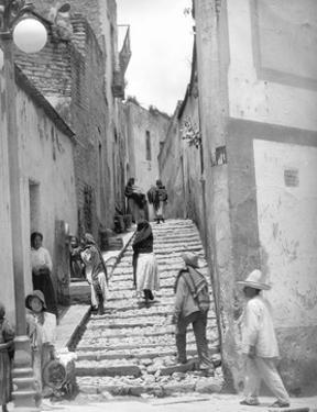 Lane in Tehuantepec, Mexico, 1929 by Tina Modotti