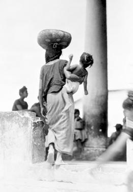 Market in Tehuantepec, Mexico, 1929 by Tina Modotti