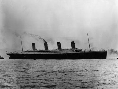 https://imgc.allpostersimages.com/img/posters/titanic-leaves-belfast_u-L-Q107M4J0.jpg?p=0