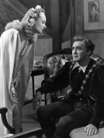https://imgc.allpostersimages.com/img/posters/to-be-or-not-to-be-carole-lombard-jack-benny-1942_u-L-PH512J0.jpg?artPerspective=n