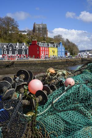 https://imgc.allpostersimages.com/img/posters/tobermory-harbour-isle-of-mull-inner-hebrides-argyll-and-bute-scotland-united-kingdom_u-L-PWFAUA0.jpg?p=0