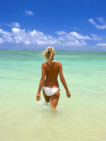 Oahu, Hi, 40Yr Old Woman on Tropical Beach by Tomas del Amo