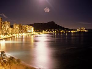 Waikiki Beach and Diamond Head, HI by Tomas del Amo