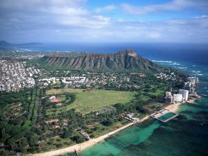 Waikiki Beach, Diamond Head, Hawaii by Tomas del Amo