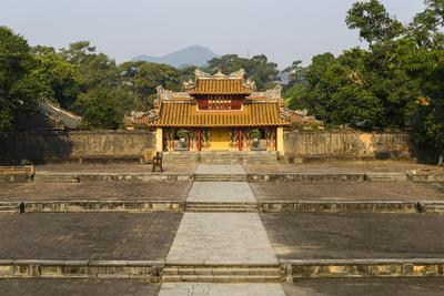 https://imgc.allpostersimages.com/img/posters/tomb-of-the-emperor-minh-mang-of-nguyen-dynasty-the-light-pavillon-group-of-hue-monuments_u-L-Q12SADJ0.jpg?artPerspective=n