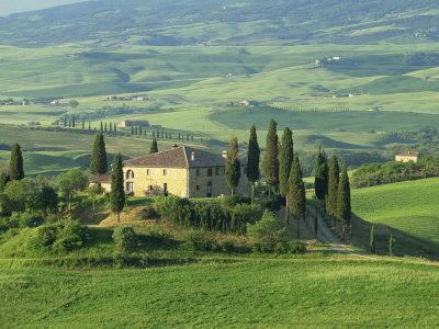 View to Farmhouse in Rolling Hills, Val D'Orcia, San Quirico D'Orcia, Tuscany, Italy, Europe