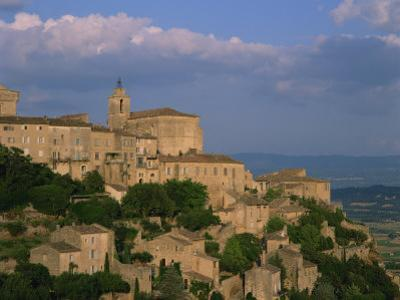 Village of Gordes Overlooking the Luberon Countryside, Vaucluse, Provence, France, Europe