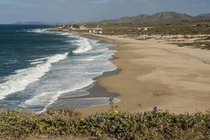 Punta Gasparena, Pacific coast south from Todos Santos, Baja California, Mexico, North America by Tony Waltham