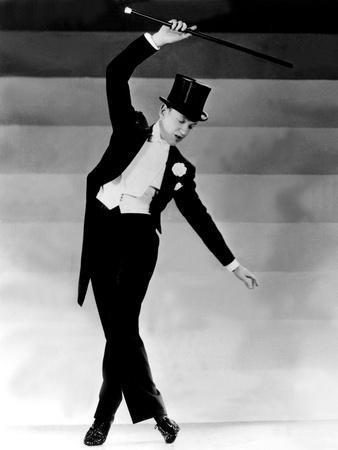 https://imgc.allpostersimages.com/img/posters/top-hat-fred-astaire-1935_u-L-Q12PIGC0.jpg?artPerspective=n