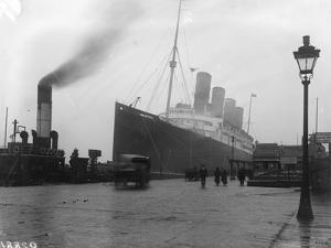 SS Mauretania by Topical Press Agency