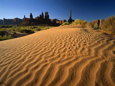 https://imgc.allpostersimages.com/img/posters/totem-pole-and-sand-springs-monument-valley-tribal-park-arizona-usa_u-L-P7NJ280.jpg?p=0