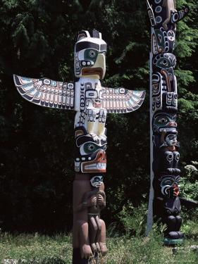 Totem, Stanley Park, Vancouver, British Columbia, Canada by G Richardson