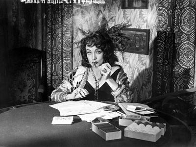 https://imgc.allpostersimages.com/img/posters/touch-of-evil-marlene-dietrich-1958_u-L-PH51FT0.jpg?artPerspective=n