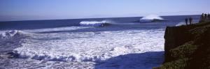 Tourist Looking at Waves in the Sea, Santa Cruz, Santa Cruz County, California, USA
