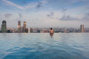 Tourists at infinity pool of Marina Bay Sands Hotel, Marina Bay, Singapore
