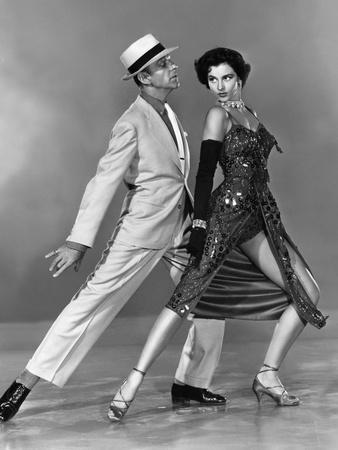 https://imgc.allpostersimages.com/img/posters/tous-en-scene-the-band-wagon-by-vincenteminnelli-with-cyd-charisse-and-fred-astaire-1953-b-w-phot_u-L-Q1C1UES0.jpg?artPerspective=n