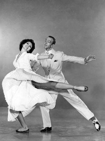 https://imgc.allpostersimages.com/img/posters/tous-en-scene-the-band-wagon-by-vincenteminnelli-with-cyd-charisse-and-fred-astaire-1953-b-w-phot_u-L-Q1C1UMV0.jpg?artPerspective=n