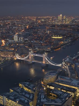 https://imgc.allpostersimages.com/img/posters/tower-bridge-london-at-dusk_u-L-Q1AVEF80.jpg?p=0