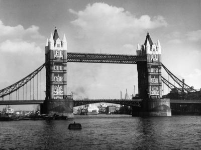 https://imgc.allpostersimages.com/img/posters/tower-bridge_u-L-Q107LCG0.jpg?artPerspective=n