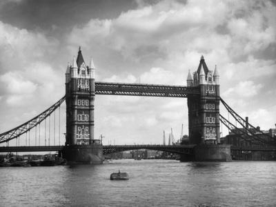 https://imgc.allpostersimages.com/img/posters/tower-bridge_u-L-Q107LK00.jpg?p=0