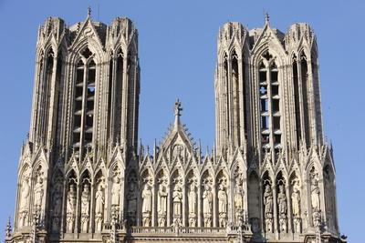 https://imgc.allpostersimages.com/img/posters/towers-and-kings-gallery-reims-cathedral-reims-marne-france_u-L-Q1GYILC0.jpg?artPerspective=n