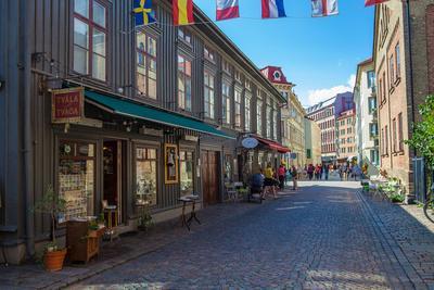 https://imgc.allpostersimages.com/img/posters/town-view-gothenburg-province-of-vaestra-goetalands-laen-sweden_u-L-Q1EXX8G0.jpg?artPerspective=n