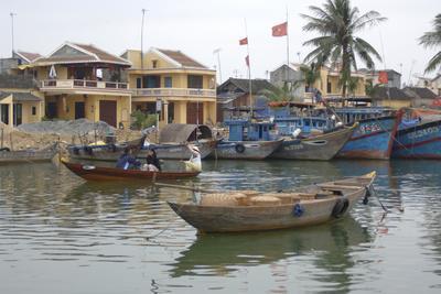 https://imgc.allpostersimages.com/img/posters/traditional-boats-on-the-hoai-river-hoi-an-quang-nam-vietnam_u-L-PU3KFI0.jpg?p=0