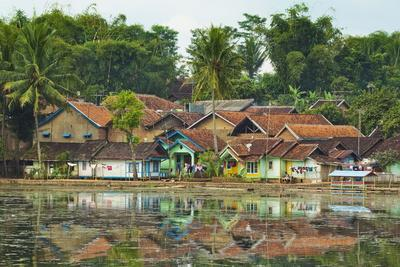 https://imgc.allpostersimages.com/img/posters/traditional-homes-and-situ-cangkuang-lake-at-this-village-known-for-its-hindu-temple_u-L-PQ8RUZ0.jpg?p=0