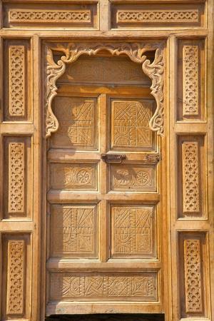 https://imgc.allpostersimages.com/img/posters/traditional-moroccan-decorative-wooden-door-rabat-morocco-north-africa-africa_u-L-PWFBR80.jpg?p=0