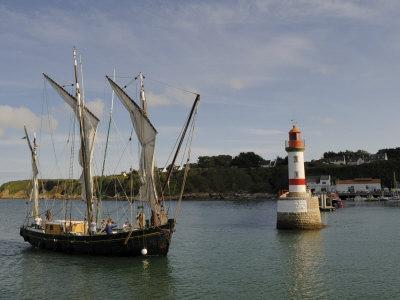 https://imgc.allpostersimages.com/img/posters/traditional-sailing-vessel-port-tudy-ile-de-groix-brittany-france-europe_u-L-P7XDN00.jpg?p=0